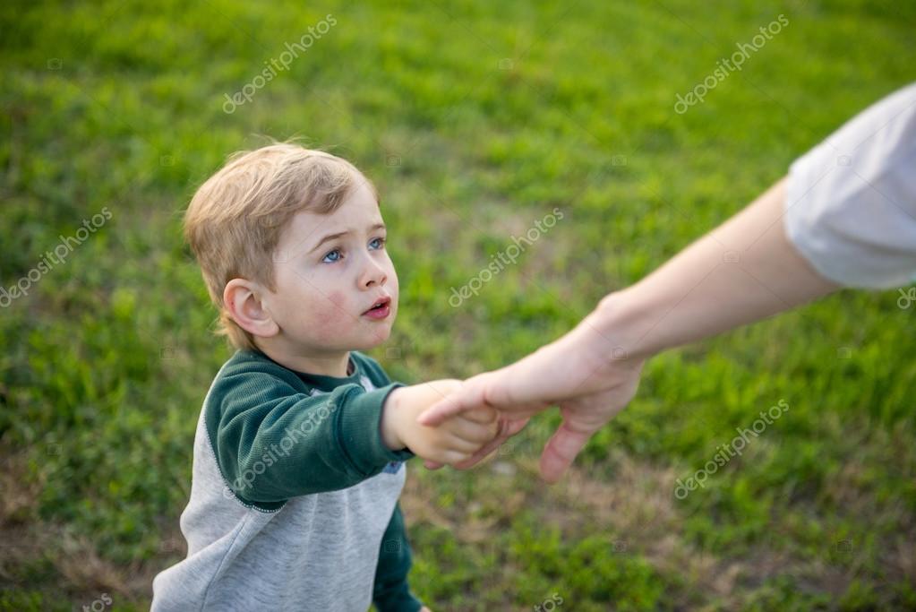 kid walks in the park