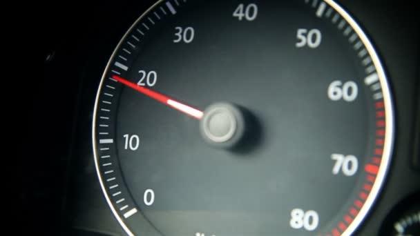 řidič - řídit auto posunovací zařízení