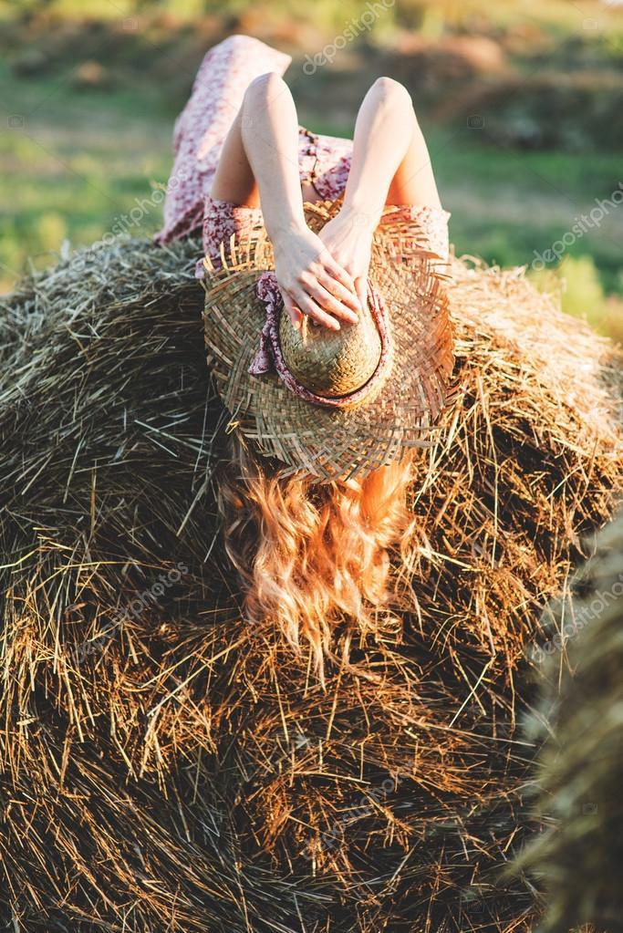 идеи для фото возле стогов сена менее