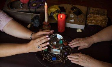 Sihirli resimler, Tarot kartları, mumlar ve yaşam tarzı, öngörü