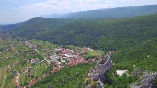 Exteriér hradu medival v Vrlika