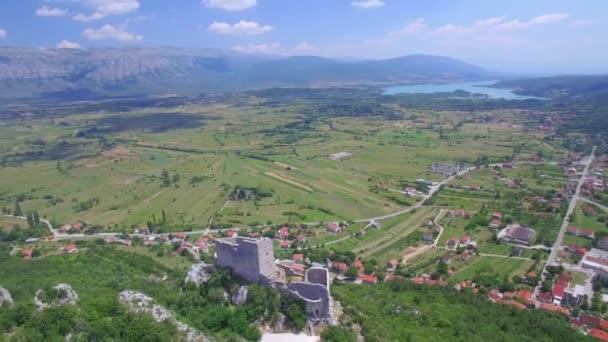 Außenseite der mittelalterlichen Burg in Vrlika