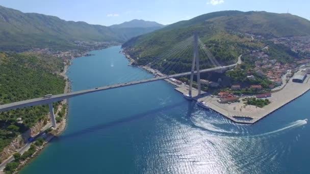 Letecký pohled na most Dubrovník - vstup do města