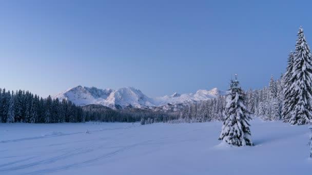Sonnenaufgang über der Winterlandschaft, Zeitraffer