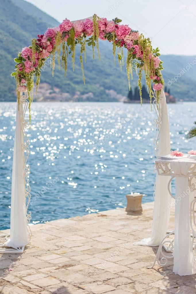 Bien-aimé Arco matrimonio con fiori — Foto Stock © bigguns #64203459 QE32