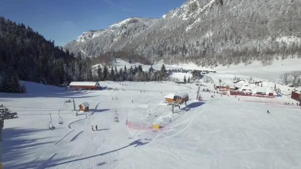 Letecký výhled na lyžařské středisko
