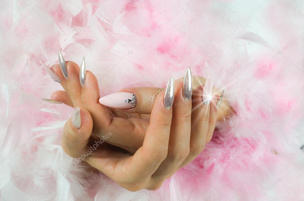 Uñas Decoradas Con Diamantes Uñas Rosa Y Perlas Con Diamantes