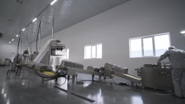 Master konfiguriert Produktionslinie für Saatgut und Snacks, Reinigungslinie für Saatgut und Nudeln