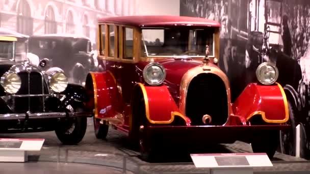Pyshma, Russia-03 / 12 / 2021: Výstava retro aut. Auto Heine-Velox V12, 1921, limuzína, 12-válec, 115 koní, USA. Toto auto je považováno za nejdražší auto své doby. Bylo vyrobeno pouze 5 automobilů