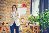 Fotografie Elegantní podnikatelka v moderní kancelářské