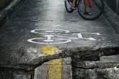 Bike lane, rozbité a crack velmi nebezpečí
