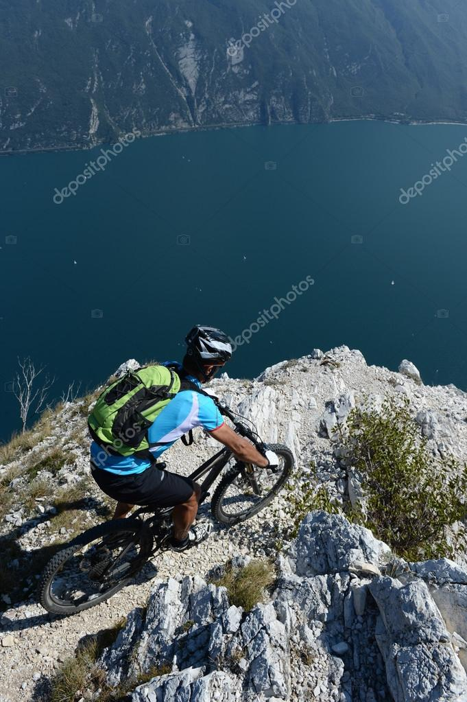 mountainbiking above the lake