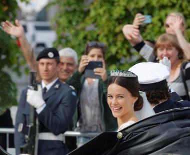 The swedish Prince Carl-Philip Bernadotte and his wife waving