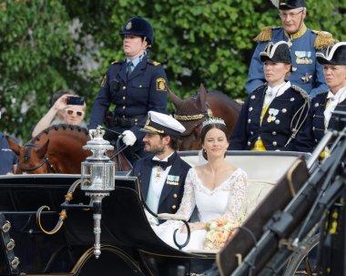 The royal coach carrying the swedish Prince Carl-Philip Bernadot