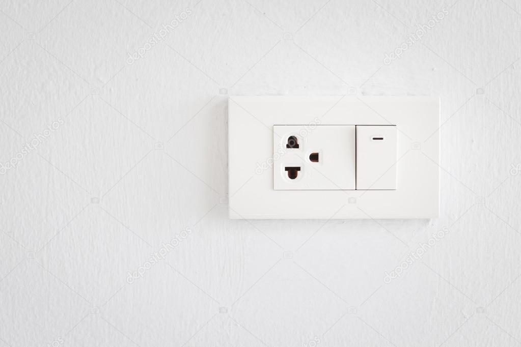 Elektrische Schalter und Stecker auf Wand — Stockfoto © hut547 #74148399