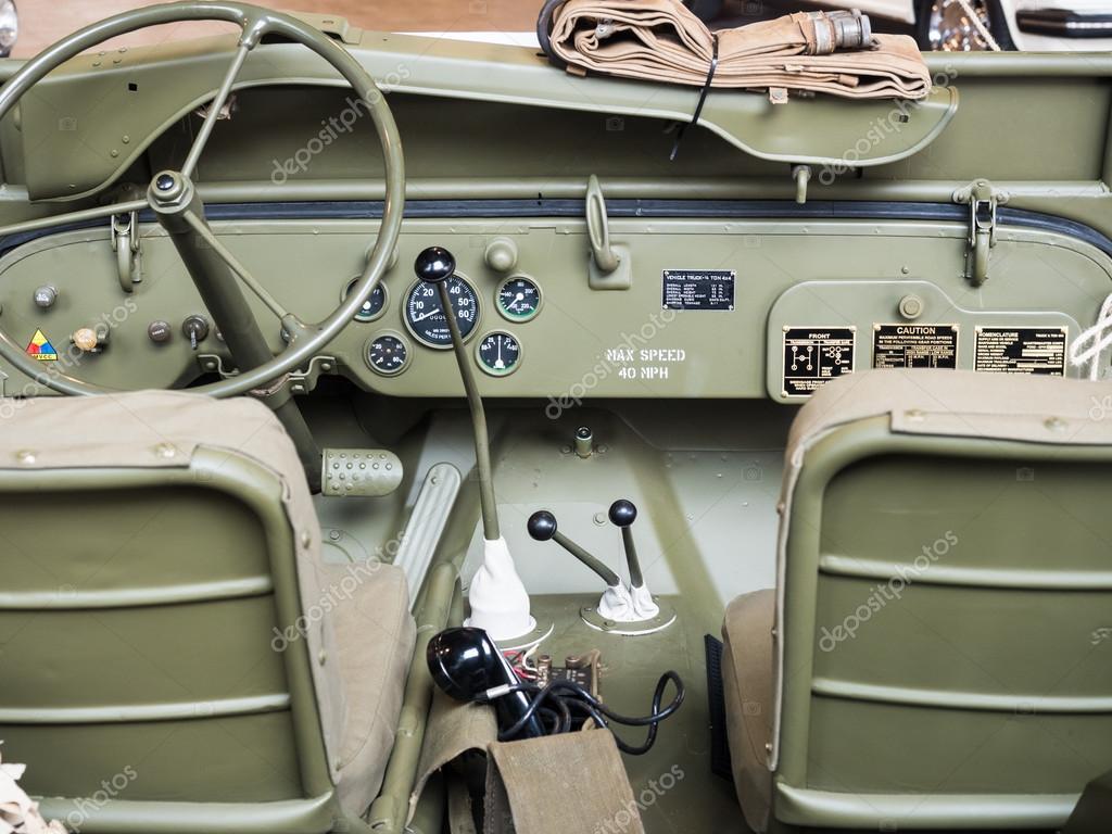 armaturenbrett eines alten milit r jeep stockfoto. Black Bedroom Furniture Sets. Home Design Ideas