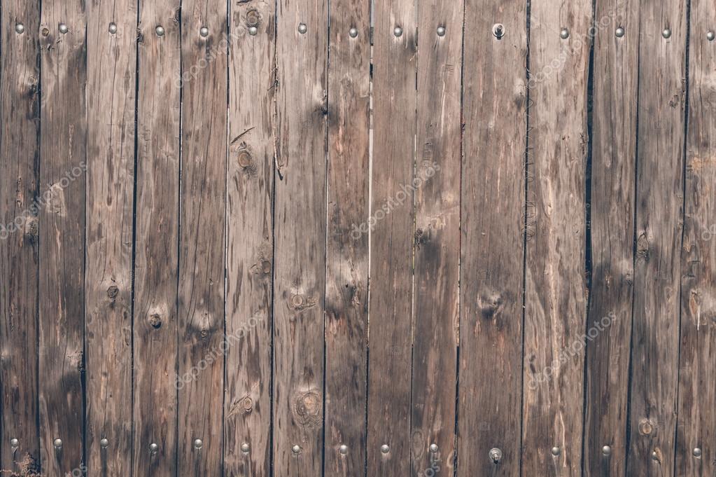Een sterk houten omheining gemaakt van eiken planken u stockfoto