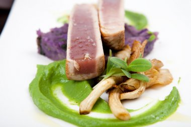 Fillet of tuna with oyster mushrooms, green pea puree and potatoes