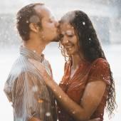 Fotografie Unter Regen verliebte Paar