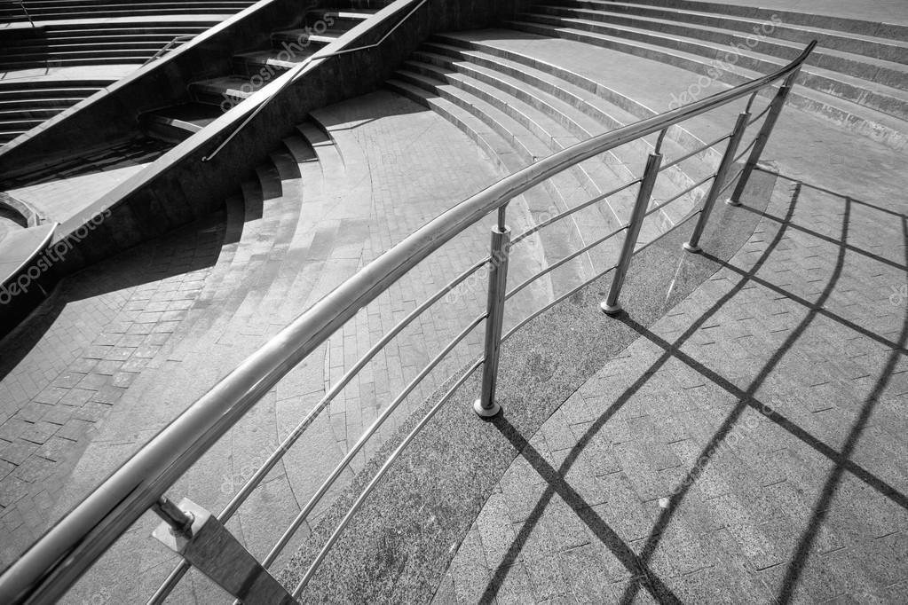 Architectonische ontwerp van trap gemaakt van beton u stockfoto