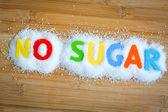 Parole senza zuccheri su zucchero semolato