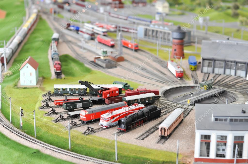 Modeli vozova, tramvaja Depositphotos_86547580-stock-photo-miniature-train-models