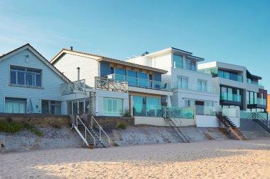 A row of houses on a beach