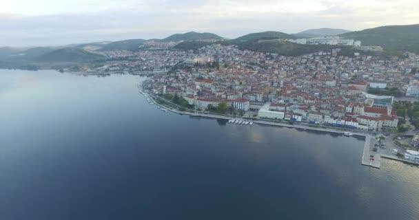 Letecký pohled na krásné malé město Šibenik.