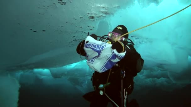Potápění v Arktidě na zeměpisný Severní pól.