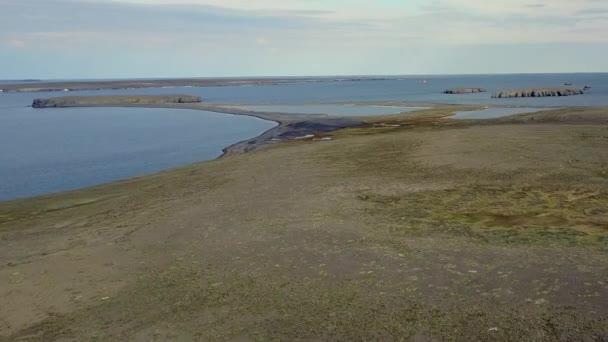 Légi kilátás táj partján sivatag Novaya Zemlya.