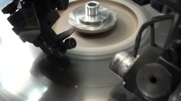 Gyártása és gyártása a Diamond és elsajátította brilliáns.