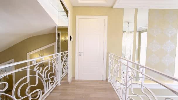 Imatrikulačním schodiště v domě módy