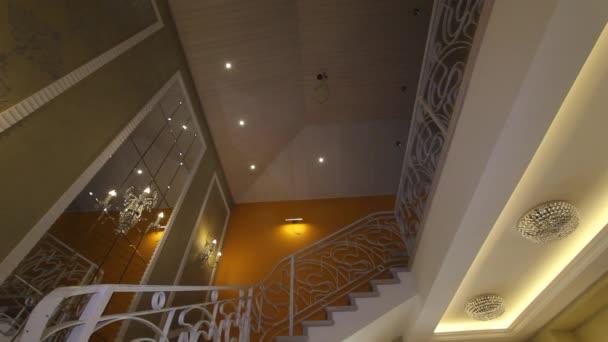 Imatrikulačním schodiště v domě módy.