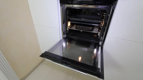 Luxusní byt moderní kuchyň interiér