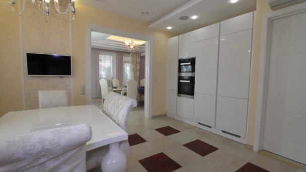 Luxus apartman Modern konyha lakberendezés.