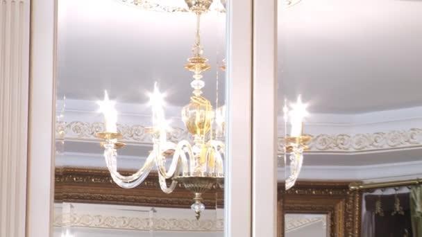 Kristall Kronleuchter Selber Machen ~ Wunderschöne kristall kronleuchter an der decke u stockvideo