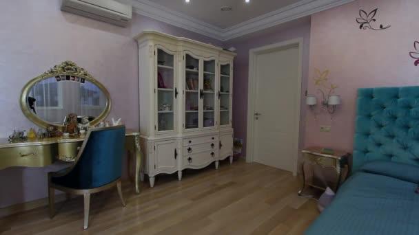 Luxus apartman belső gyermek szobájában.