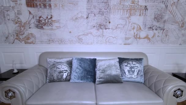 Luxusní byt interiér. Malba na tapety.