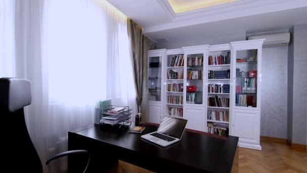 Luxusní byt interiér. Pracovní prostor.