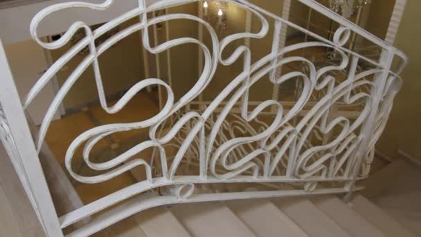 Schodiště s kované železné zábradlí