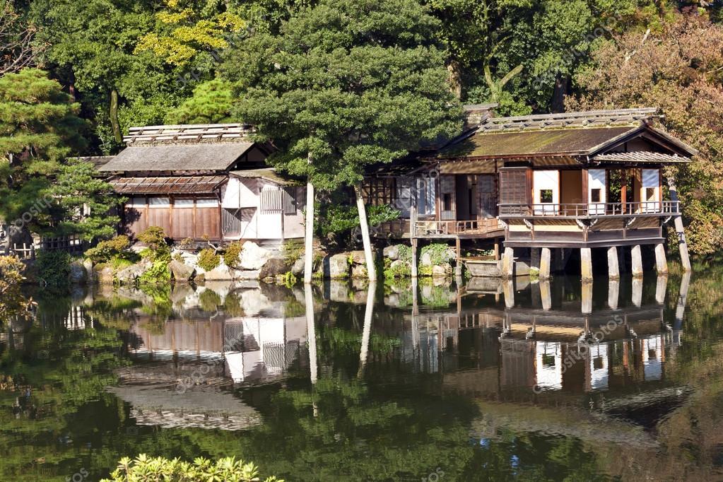 Un vecchio case da t tradizionali giapponesi sul bordo di for Case tradizionali giapponesi