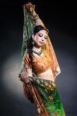 asiatische Frau in traditioneller Kleidung