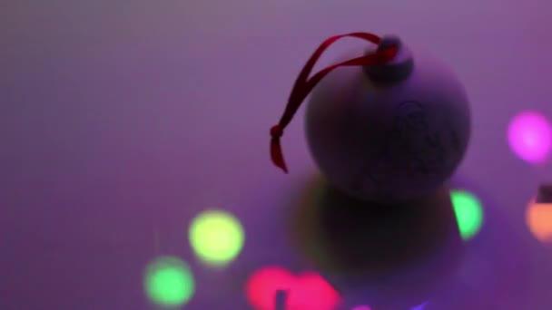 Vánoční pozadí, věnec světel hračky vločky sněhu noční záře
