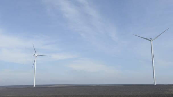 Electricity generating wind turbine