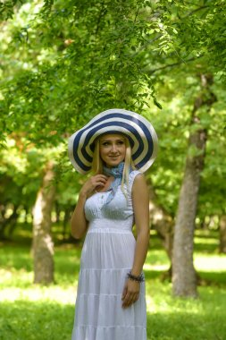Blonde lady with big summer hat