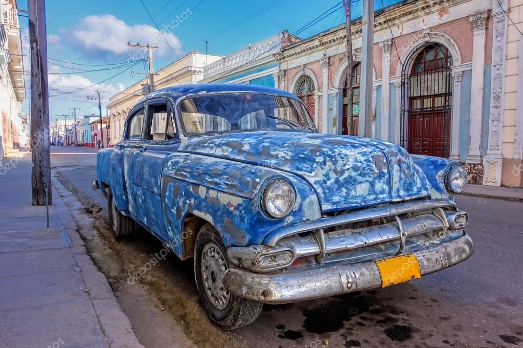 Patched up old American car in Cienfuegos, Cuba — Stock Photo ...