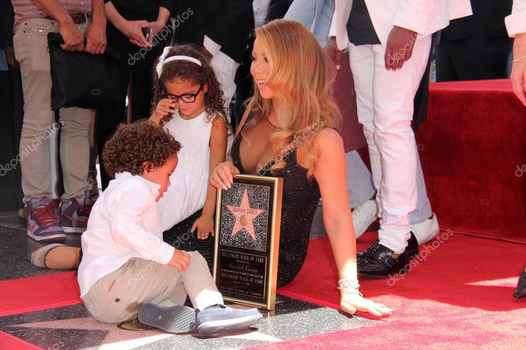 HOLLYWOOD - AUG 05: Mariah Carey, Moroccan Scott Cannon, Monroe Cannon at the Mariah Carey Star on the Hollywood Walk of Fame, Hollywood, CA 08-05-15 stock vector