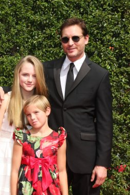 Peter Facinelli and daughters