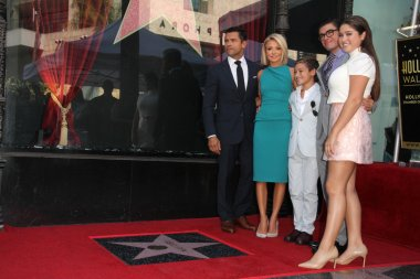 Kelly Ripa, family