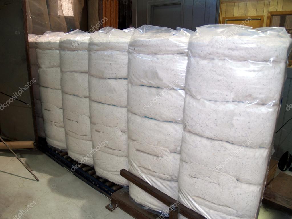 Fardos de algodón envuelto plástico en Georgia del sur — Foto de Stock